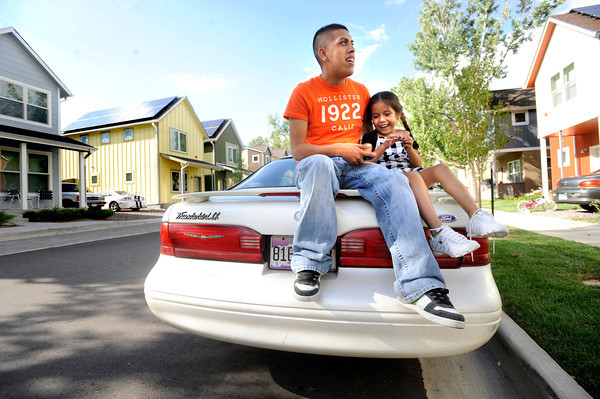 REDOAK.jpg Gonzalo Miranda spends a sunny evening with his daughter Jacelyn, 3, outside their home in the Red Oak neighborhood of Boulder. <br /> Photo by Paul Aiken / The Camera / August 30 2011