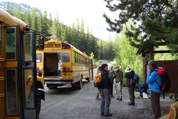 ce sont les bus scolaires usagés qui assurent la navette....