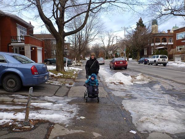 les rues sont trés peu enneigées, ce qui est exceptionnel pour la saison