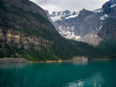 Lake surrounded by mountains, Moraine Lake, Banff National Park, Alberta, Canada