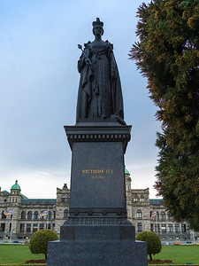 Statue of Queen Victoria in front of Government Building, Victoria, British Columbia, Canada