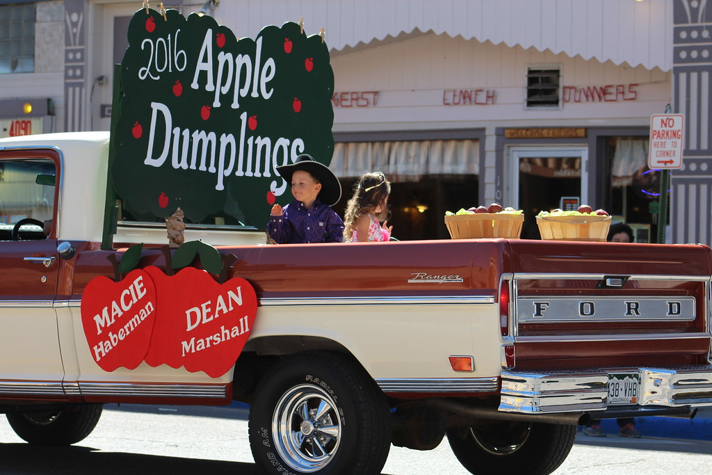 . Dean Marshall and Macie Haberman, the 2016 Apple Dumplngs, are driven through the parade.