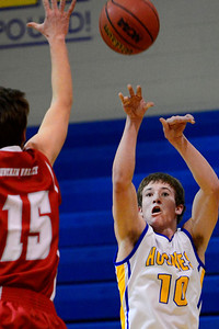 Huskies junior Zach Hoxie takes a shot Friday against Fountain Valley in Florence. Jeff Shane/ Daily Record