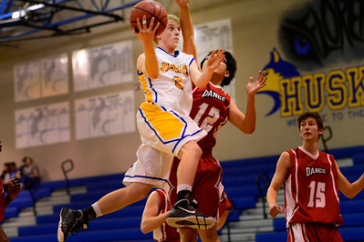 Huskies junior Jeremy Nelson goes up for a shot Friday against Fountain Valley in Florence. Jeff Shane/ Daily Record