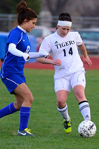 Tigers sophomore Bethany Leonard, right, against Pueblo Central. Jeff Shane/ Daily Record
