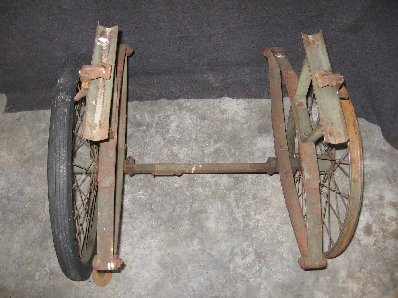 WHEELED LITTER CARRIER 1942?<br /> <br /> (Craig Johnson collection)