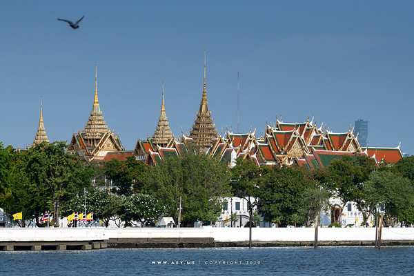 Dusit Maha Prasat Throne Hall and Chakkri Maha Prasat Throne Hall, Grand Palace view from Wat Rakangkositaram