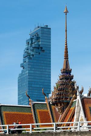 Wat Hua Lamphong and King Power Mahanakhon