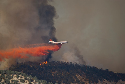 DC-10 Dropping fire retardant on the Post Fire Tanker 910