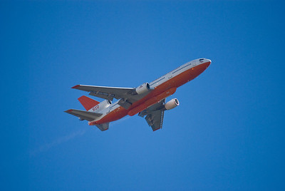 910 DC-10 getting ready to drop fire retardant