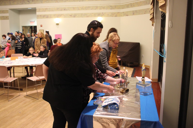 2014-12 Latke Dinner - Menorah Lighting_7531