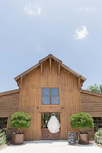 Pretty summer wedding at Big Sky Barn in Montgomery Texas