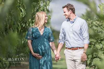 Pretty Maternity session at Lavender Farm near Houston Texas