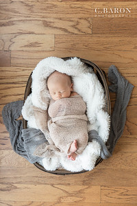 Sweet newborn sesssion at home in Houston Texas