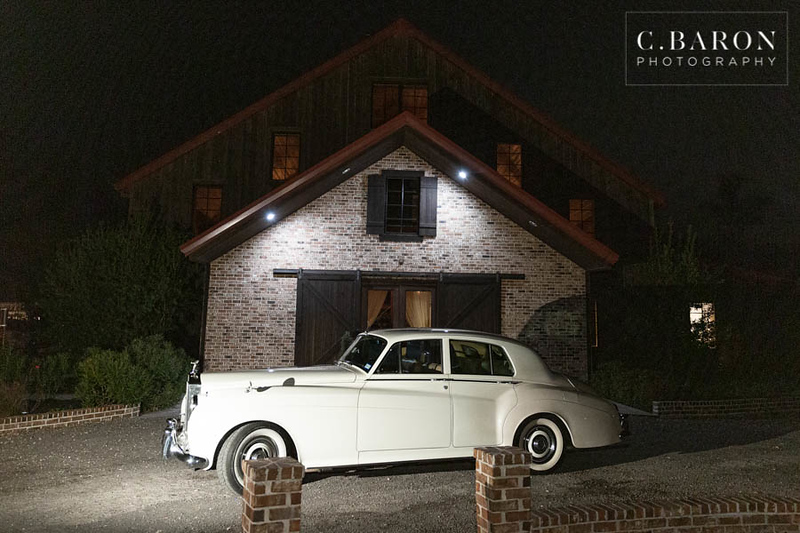 Pretty winter wedding at the Carrlage House in Conroe Texas