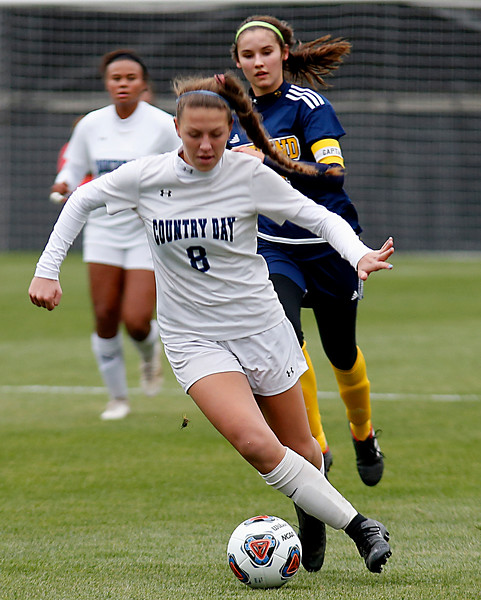 Cincinnati Country Day defender Emma Robinson takes the ball upfield against Kirtland during their Division III Championship soccer game at MAPFRE Stadium in Columbus Friday, Nov. 9, 2018.
