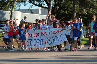 Falcon Pass Elementary Students March in the Clear Lake High School Homecoming Parade