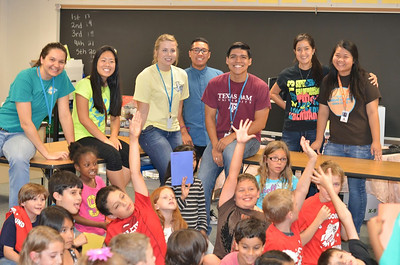 Clear Brook High School AP Biology Students Teach Science at North Pointe Elementary