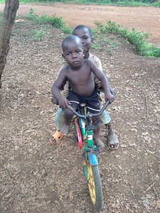 Uganda CCRI, children playing