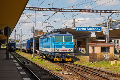 362 123-2 has unhooked from a regional service at Praha Smichov and heads for the nearby sidings for her next working.  10th July 2019.