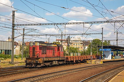 742-403-9 ambles through Praha Liben station as it heads for the nearby yard with what I took to be a trip working.  10th July 2019.