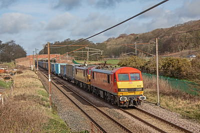 90.028 paired with 90.020 glide south along the WCML @ Woodacre with 4M25;  06:06 Mossend-Daventry  intermodal.