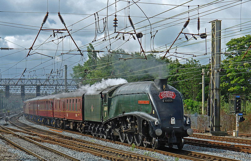Gresley A4 60009 Union of South Africa rolls into Preston at the head of the CME on 28th July 2007.  It's always pleasing to see a green A4; just as I remember them charging up and down the Caledonian main line between Glasgow Buchanan Street and Aberdeen in 1965/66.  :) God bless ya John Cameron - keep her green !