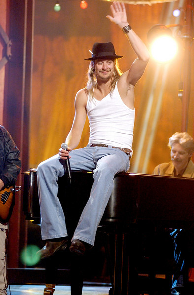 Kid Rock performing at the 35th Annual Academy of Country Music Awards - Ron Wolfson
