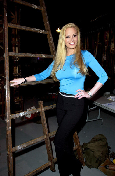 Cindy Margolis backstage at the 2001 American Music Awards