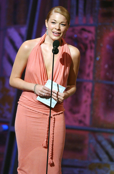 LeAnn Rimes presenting an award at the 35th Annual Academy of Country Music Awards rehearsals - Ron Wolfson