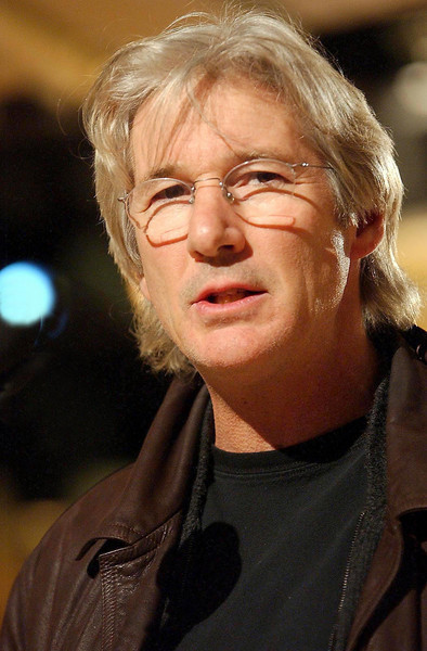 Richard Gere rehearsing as a presenter at the 2006 Golden Globes rehearsals - Ron Wolfson