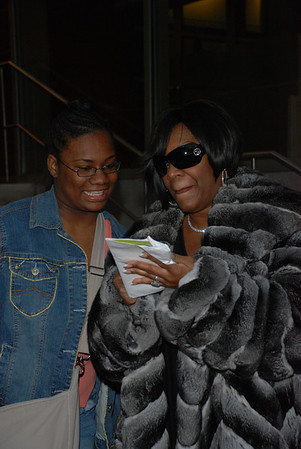 Patti LaBelle leaves rehearsal at the Kimmel Center, signs for a fan