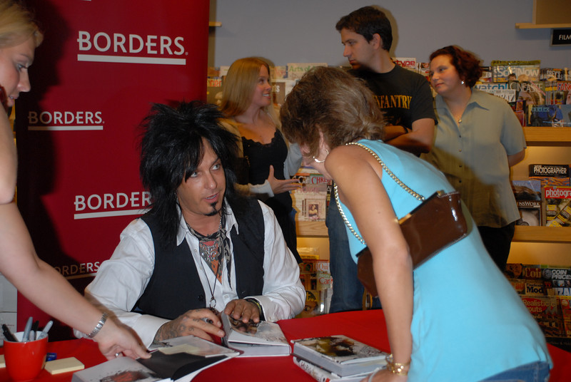 Nikki_Sixx_Borders_Book_Signing_Philly_HJD_18 (7)