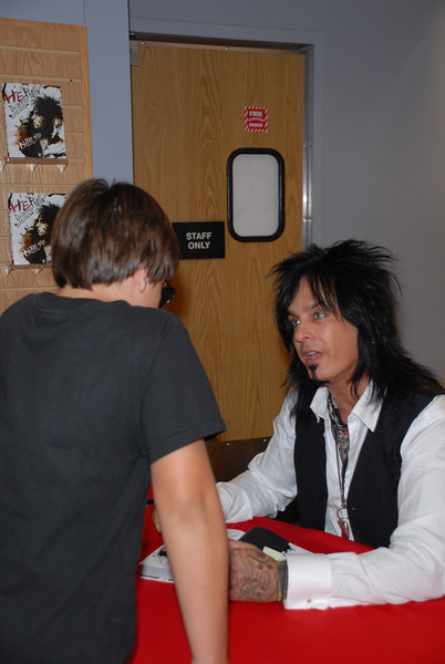 Nikki_Sixx_Borders_Book_Signing_Philly_HJD_18 (8)