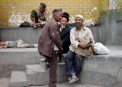 LOCALS AT ID KAH MOSQUE - KASHGAR