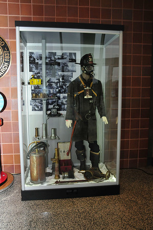 2013-12-03, Presentation of display cases at the Public safety building