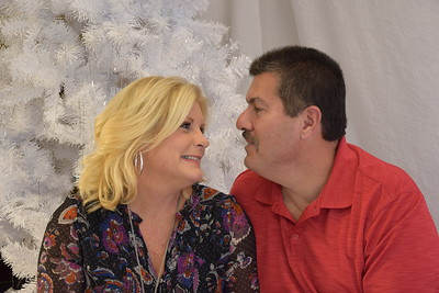 Christmas Family Portraits at the Holiday Inn Express & Suites