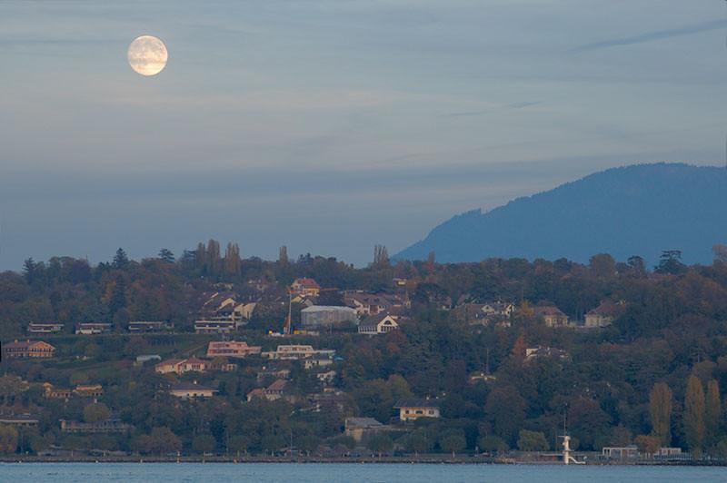 Full Moon Over Geneva 03_DSC1514 (2006-11-04)