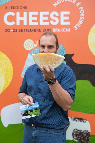 Italia dei Presìdi - Manuel Cosi, allevatore del Presidio della razza rendena, Trentino Alto Adige
