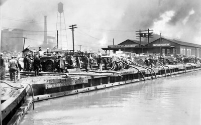 1935 5-11 GRAIN ELEVATOR FIRE DRAFTING FROM THE CALUMET RIVER   CLARENCE WOODARD PHOTO