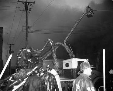 #9046-8   (5-21-1971)  224 CARPENTER  BIG MOE WORKING