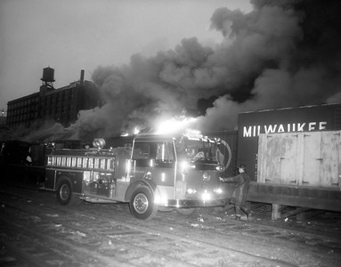 #9896-3  (6-19-1972) 325 N UNION    BOX CARS & BUILDING ON FIRE