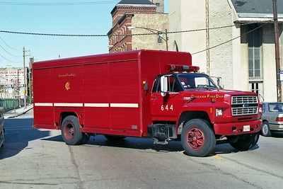 CHICAGO FD  AIR MASK 6-4-4  FORD F800 - MICKEY BODY