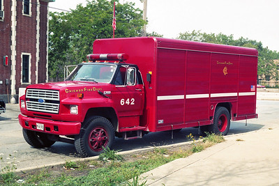 CHICAGO FD  AIR MASK 6-4-2  FORD F -    AT 84s HOUSE