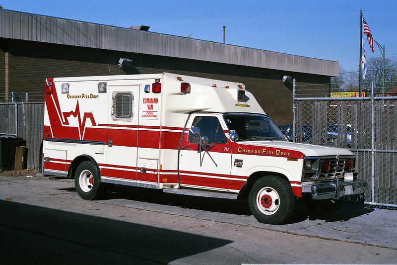 CHICAGO COMMAND VAN 274  C-717