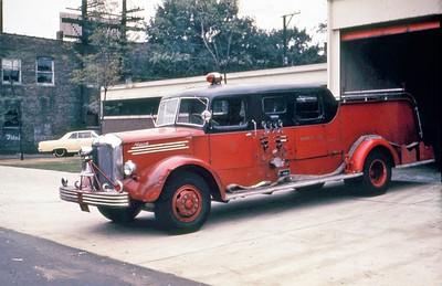 CHICAGO FD  ENGINE  1949 MACK SEDAN   1000-0      DON FEIPLE PHOTO