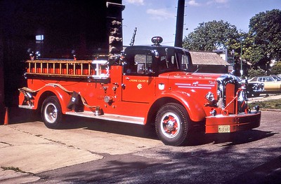 CHICAGO FD  ENGINE 39  MACK   1000-0  OFFICERS SIDE ON THE RAMP     DON FEIPLE PHOTO
