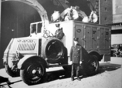 CHICAGO  MACK BULLDOG LIGHT WAGON