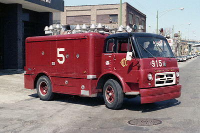 LIGHT TRUCK 915  IHC-PIERCE