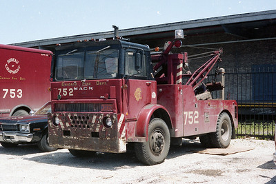 SHOPS TOW TRUCK 752